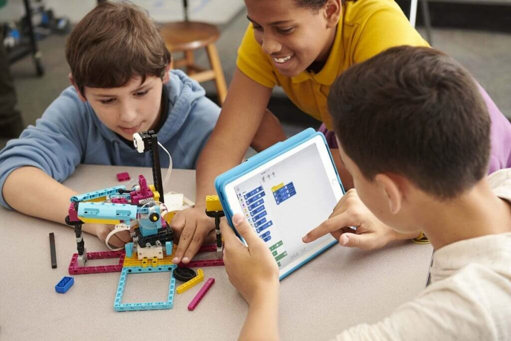 Kids Programming Lego SPIKE model